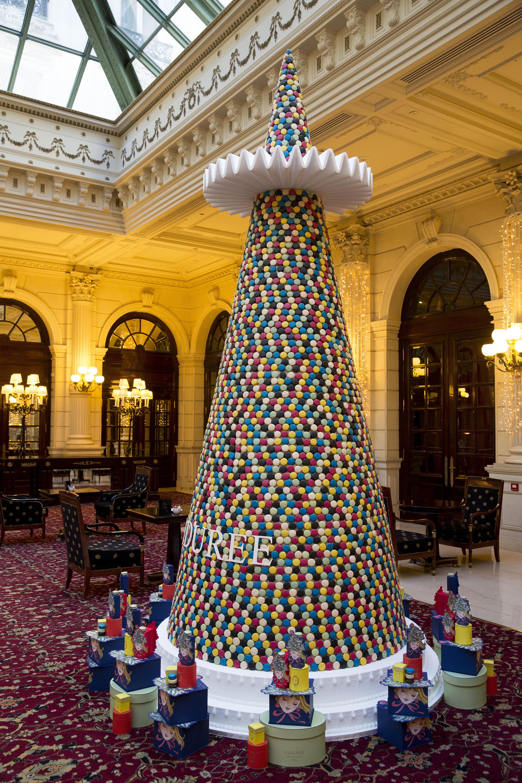 8000 MACARONS! NOW THIS REALLY TOPS ALL CHRISTMAS TREES | BOE Magazine