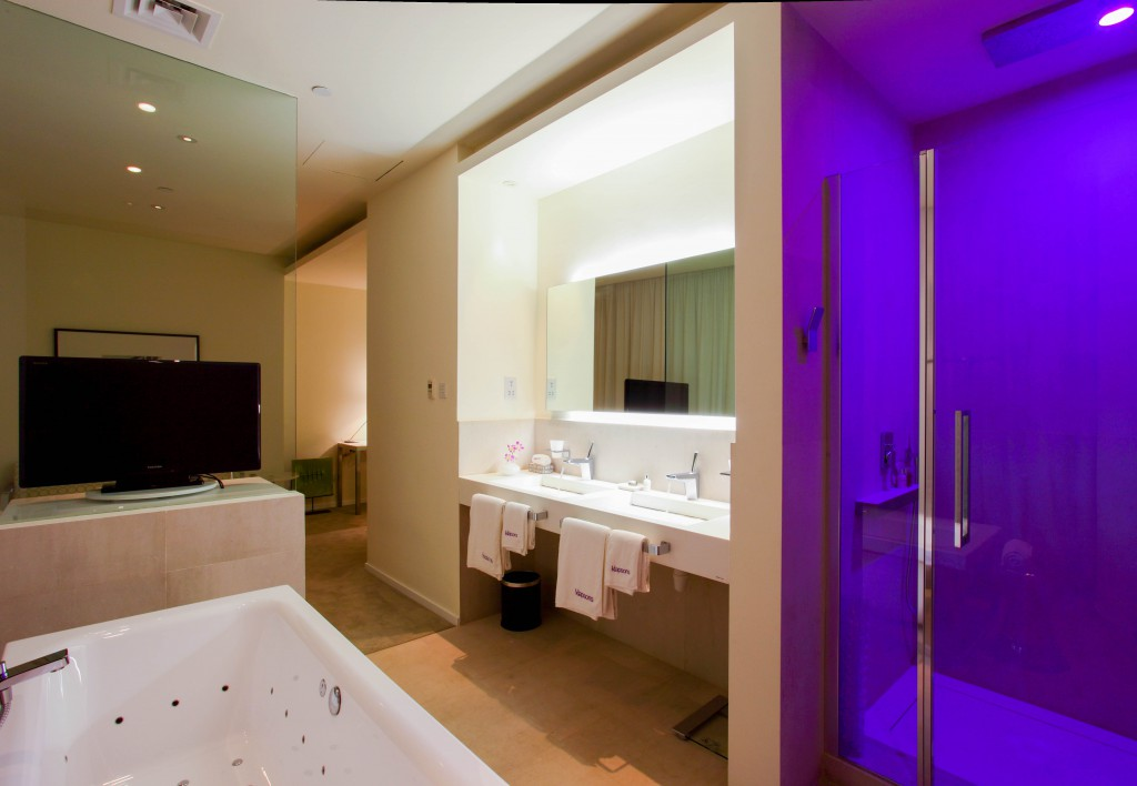 klapsons Suite indoor jacuzzi